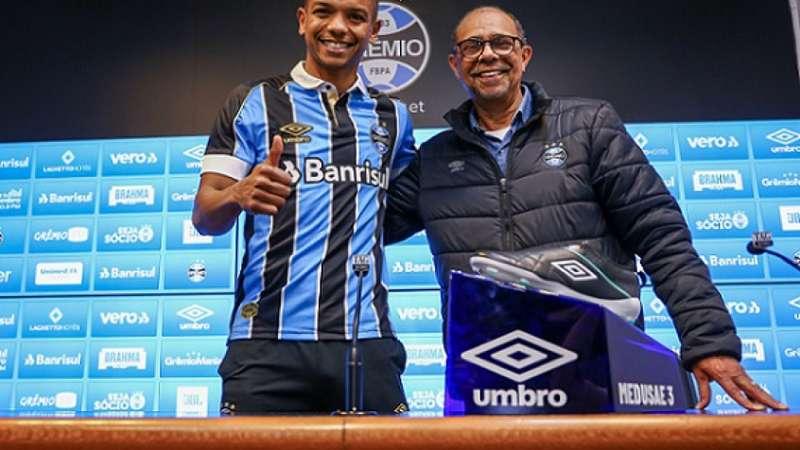 Após dois meses de acerto, David Braz é apresentado no Grêmio