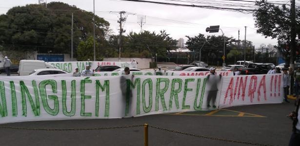 Antes de clássico   Organizada do Palmeiras faz protesto na porta do CT, em SP