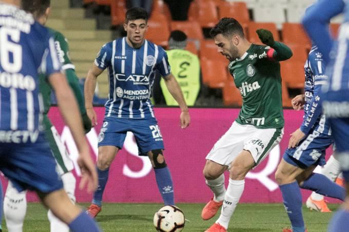 Libertadores: Palmeiras encara Godoy Cruz para espantar crise