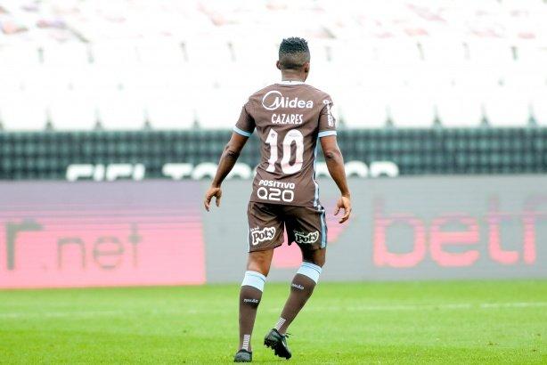 Torcida do Corinthians 'poupa' Cazares em dia de média geral baixíssima; dupla beira o zero
