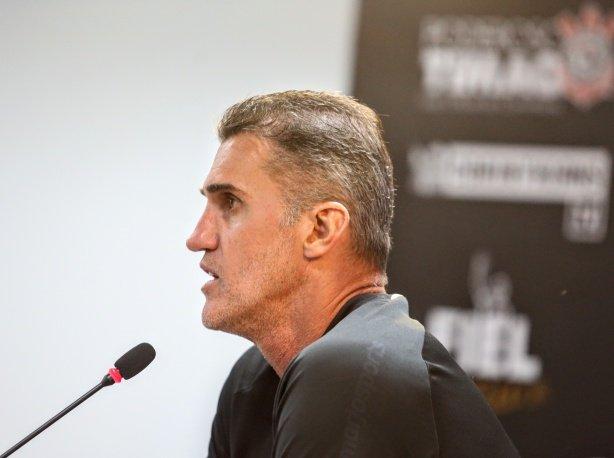 Corinthians chegou ao limite e oscilou por falta de torcida e cansaço, diz Vagner Mancini