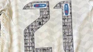 Ex-atacante do Corinthians coloca à venda camisa usada por Romarinho na Libertadores de 2012