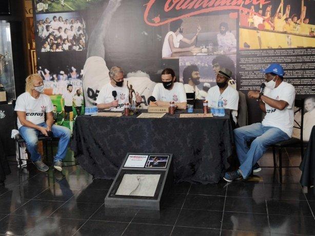 Ídolos do Corinthians falam sobre expectativa por trabalho de Sylvinho no clube