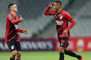Athletico Paranaense, de António Oliveira, estreia-se a vencer no 'Brasileirão'