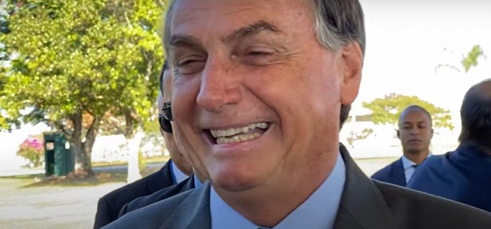 """Bolsonaro: """"Imagina se o PT voltar ao governo o quanto vai plantar de maconha?"""""""