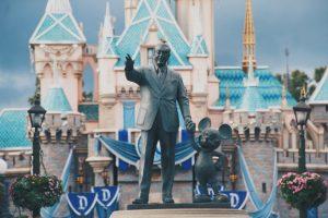 """Disney insere saudação inclusiva e exclui """"senhoras e senhores, meninos e meninas"""""""