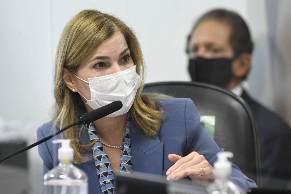Capitã Cloroquina combinou perguntas com senadores bolsonaristas da CPI; assista