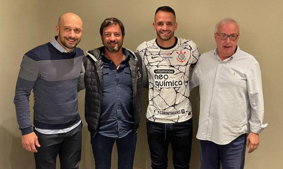 Corinthians anuncia Renato Augusto como novo reforço do clube